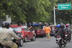 Cek Tarif Parkir di Solo, Ada Jukir Nakal Langsung Laporkan