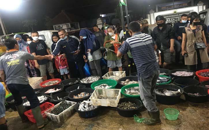 10 Berita Terpopuler : Asyiknya Belanja Seafood di Pasar Ikan Balekambang Solo - Universitas Terbaik