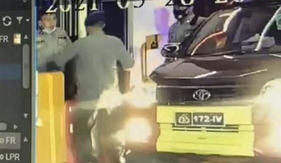Perwira Polisi Pukul Brigadir Sampai Sempoyongan, Diduga Karena Tak Hormati Tamu