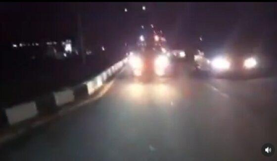 Tangkapan layar video seorang pria membubarkan balap mobil liar di Ring Road Mojosongo, Solo. (Instagram/@energisolo)