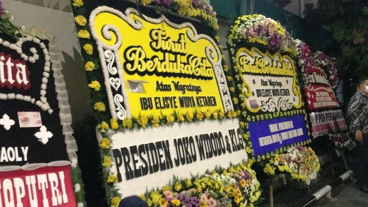 Datangi Rumah Duka RSPAD, Jokowi Melayat Istri Menkumham Yasonna