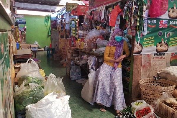 Pedagang Pasar Water Sambat Sepi Pembeli Saat PPKM Darurat