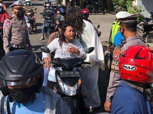 Hiii, Ada 'Kuntilanak' Saat PPKM Darurat di Ponorogo