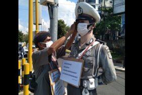 Patung Polisi dan Super Hero Aja Pakai Masker, Masak Kamu Tidak