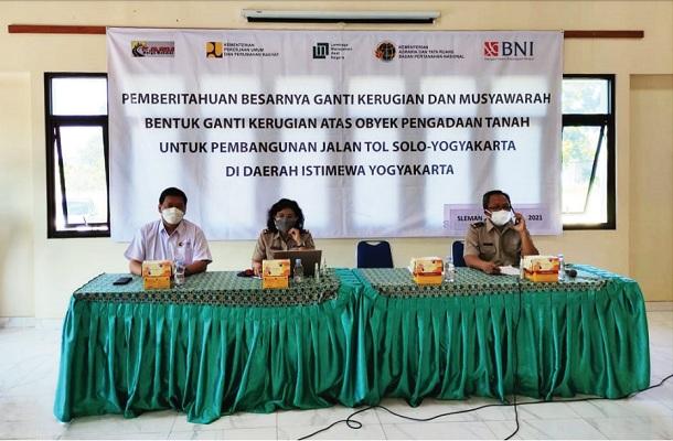Musyawarah penetapan uang ganti rugi tanah proyek jalan tol Solo - Jogja - YIA, di Kantor Kelurahan Purwomartani, Kalasan, Selasa (27/7/2021). (Istimewa)