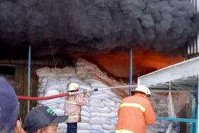 Diduga Kena Percikan Api Las, Gudang Beras Di Kedungupit Sragen Hangus Terbakar