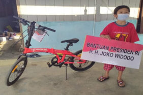 Vino Bocah Yatim Piatu Korban Covid-19 di Sragen Dapat Sepeda dari Presiden Jokowi