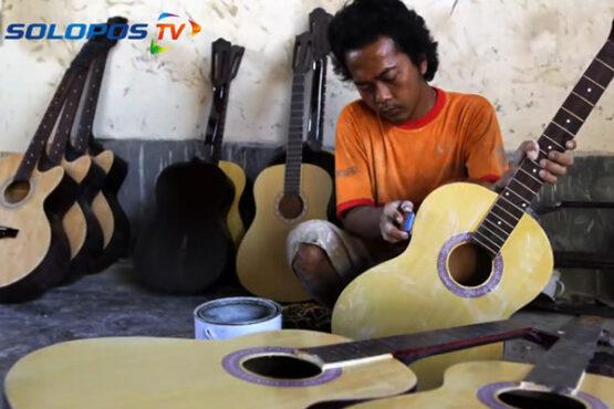 40-an Tahun Warga Desa Mancasan Sukoharjo Aktif Produksi Gitar