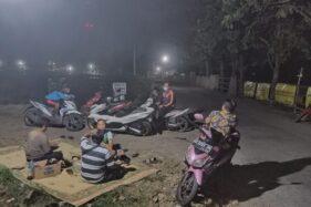 Cegah Warga Buang Sampah, Karangtaruna Bagan Sragen Rela Ronda Malam Jaga TPS