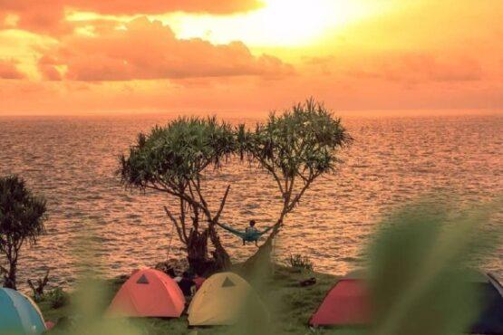 Pantai Kesirat Gunungkidul (Sumber: Okezone.com)