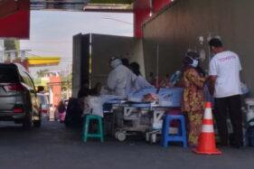 Ruang Isolasi Penuh, RSUD dr. Soedono Madiun Mulai Rawat Pasien di Teras