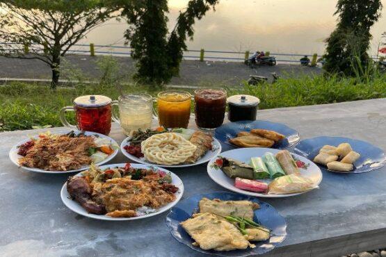 Pawon Jinawi, Spot Kuliner Rumahan Berpanorama Embung