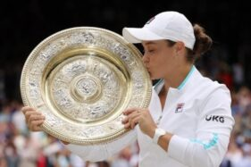 Barty Raih Gelar Pertama Wimbledon