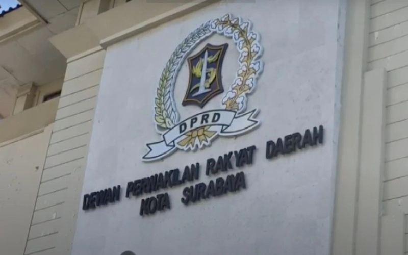 Gedung DPRD Kota Surabaya. (Okezone/Hari Tambayong)