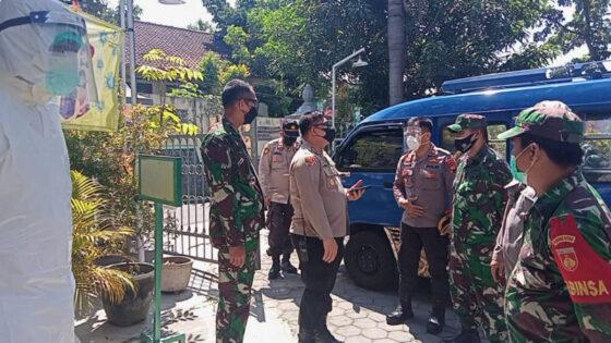 Kapolresta dan Dandim Solo Pimpin Evakuasi 64 Pasien Corona ke Lokasi Isolasi Terpusat