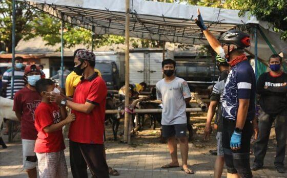 Gubernur Jateng, Ganjar Pranowo, memperingatkan warga dan panitia kurban Iduladha untuk menerapkan prokes Covid-19 secara disiplin di Kota Semarang, Selasa (20/7/2021). (Semarangpos.com-Humas Pemprov Jateng)