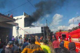 Detik-Detik Kebakaran Toko Alat Rumah Tangga di Purwantoro Wonogiri