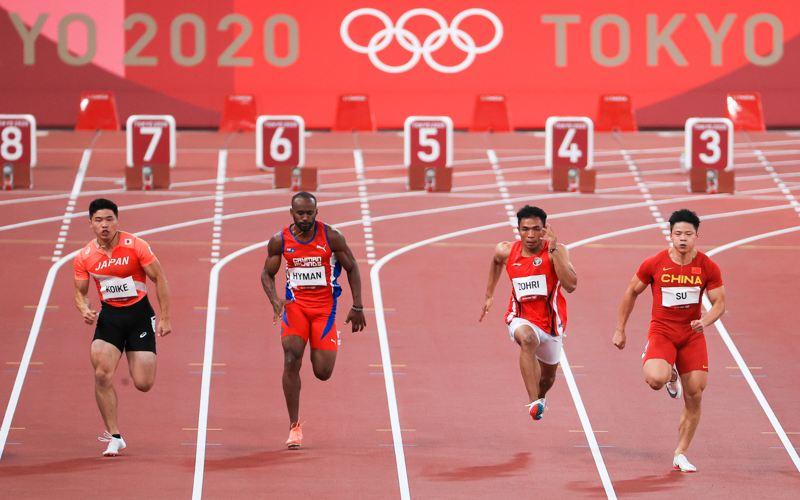 Sprinter Indonesia Lalu Muhammad Zohri (kedua kanan) berlari dalam babak pertama 100 meter putra heat 4 cabang atletik Olimpiade Tokyo 2020 di Olimpiade Tokyo 2020 di Stadion Olimpiade Tokyo, Jepang, Sabtu (31/7/2021). Lalu Muhammad Zohri menempati posisi kelima dari delapan pelari dengan catatan waktu 10,26 detik. (ANTARA FOTO/NOC Indonesia/Naif AlÕas/Handout/sgd/wsj.)