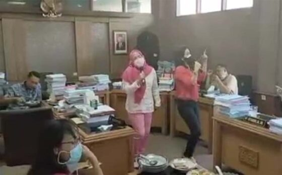 Beredar Video 2 Anggota DPRD Solo Karaoke di Kantor, Gibran Pilih No Comment