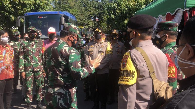 Lancar Jawab Pertanyaan Panglima TNI, Babinsa Kemlayan Solo Dapat Hadiah Tiket Pendidikan Bintara