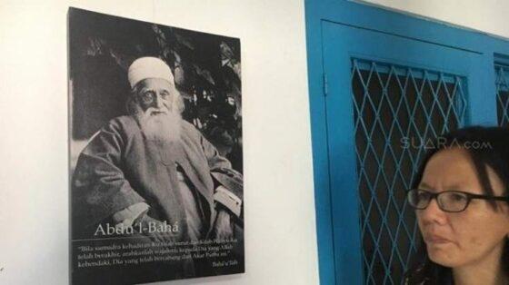 Potret Abdul-Baha, pemimpin agama Baha'i yang juga anak sulung Baha'ullah, terpajang di Kantor Pusat Agama Bahai Indonesia, Gambir, Jakarta Pusat. (Suara.com)