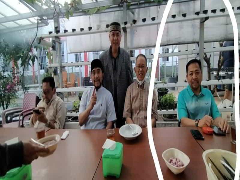 Foto mantan Ketua DPR Setya Novanti membawa HP di Lapas Sukamiskin beredar luas beberapa hari terakhir. Kemenkum HAM menyebut foto itu diambil pada Idul Adha tahun 2020. (Istimewa)