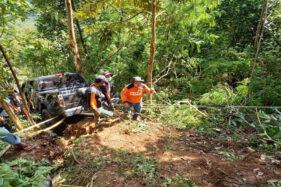 Terjun ke Jurang 50 Meter di Karanganyar, Mobil Ditumpangi Koordinator SAR Surakarta Nyangkut di Pohon