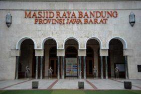 Perpanjangan PPKM Level 4, Masjid Raya Bandung Menggelar Kembali Salat Jumat