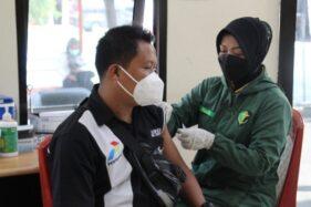 Petani dan Pegawai SPBU di Karanganyar Jadi Sasaran Vaksinasi