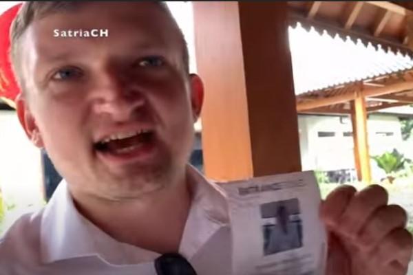 Wisatawan asing ini marah-marah karena harga tiketnya sangat mahal (Sumber: Youtube Satria Ponde)