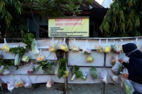 FOTO : Berbagi Bahan Makanan Untuk Saling Membantu Saat Pandemi