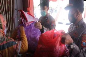 Pedagang Keluhkan Omzet Turun, Polisi Madiun Borong Bendera Merah Putih