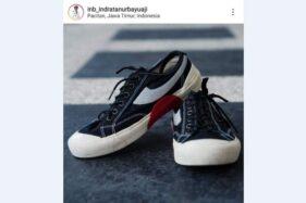 Sepatu merek Compass yang dilelang Bupati Pacitan. (Istimewa)