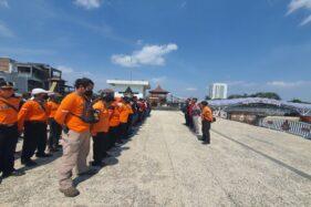 HUT ke-19, DMC Solo Bagikan Paket Sembako dan Bersihkan Masjid