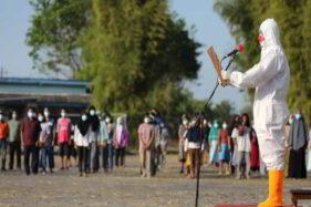 Berbaju Hazmat, Gubernur Ganjar Pranowo Pimpin Upacara Pasien Covid-19 di Donohudan