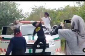 Parah! Aksi Mahasiswa KKN ini DiHujat Gegara Joget Dugem di Atas Mobil Ambulans