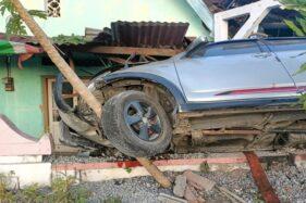 Mobil Tabrak Gundukan Pasir dan Bangunan di Gemantar Wonogiri, 4 Penumpang Terluka
