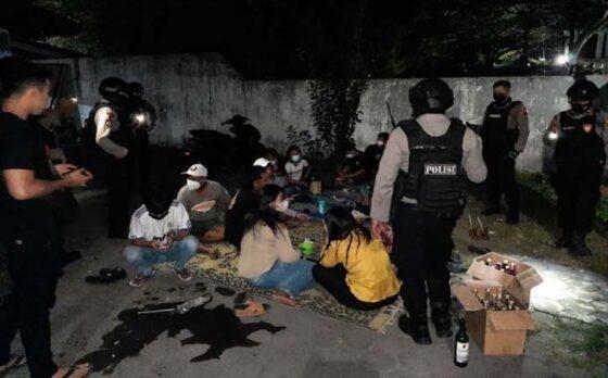 Masih PPKM, Belasan Muda Mudi Terciduk Pesta Miras di Dekat Pasar Depok Solo