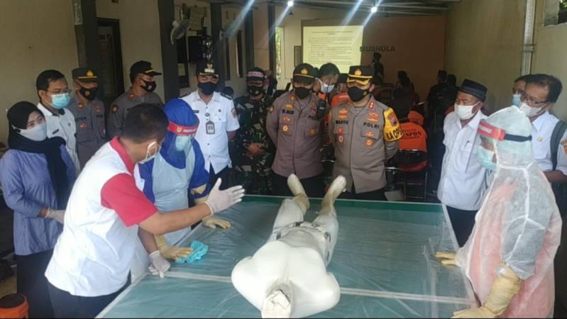 Kasus Kematian Masih Tinggi, 40 Sukarelawan di Tawangsari Sukoharjo Dilatih Pemulasaran Jenazah Pasien Covid-19