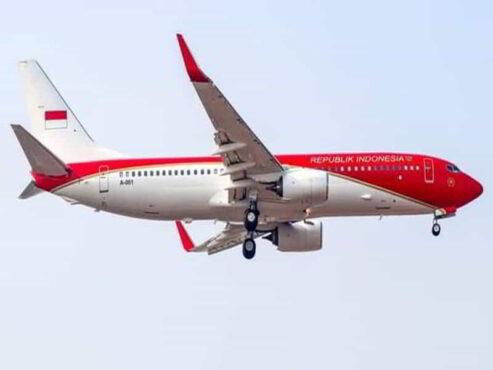 Pesawat Kepresidenan RI Kini Merah Menyala