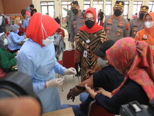Pendekar Sukoharjo Mendapat Vaksinasi Bareng Ribuan Warga