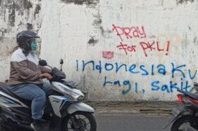 Coretan Indonesia Lagi Sakit Muncul di Tembok Pertokoan Jl Kusumoyudan Solo