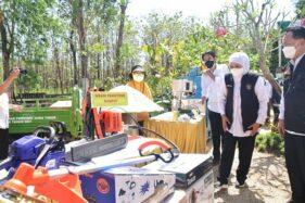 Khofifah Bantu Petani Hutan Madiun Alat Ekonomi Produktif