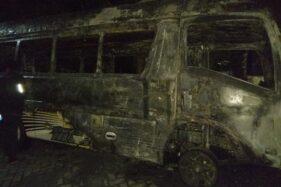 Walah, Ditinggal Ngopi Minibus di Ponorogo Ludes Terbakar