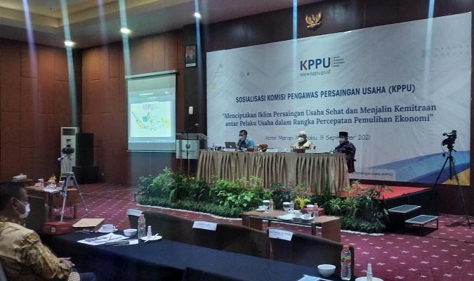 Kegiatan sosialisasi KPPU kepada pelaku UMKM untuk menciptakan iklim usaha yang sehat di Hotel Merapi Merbabu, Senin (13/9). (Harian Jogja/Abdul Hamid Razak)