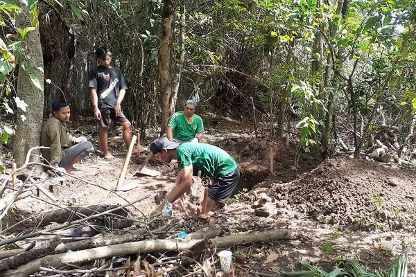 Tim peneliti dari BPCB Jatim melakukan ekskavasi di Kelurahan Demangan, Kecamatan Taman, Kota Madiun, Rabu (15/9/2021). (Abdul Jalil/Madiunpos.com)