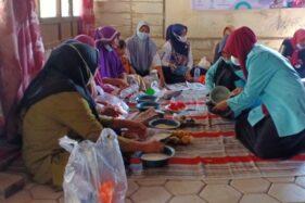 Warga Blora Senang Diajari Buat POC dan Pestisida Nabati oleh KKN UNS Tim 28