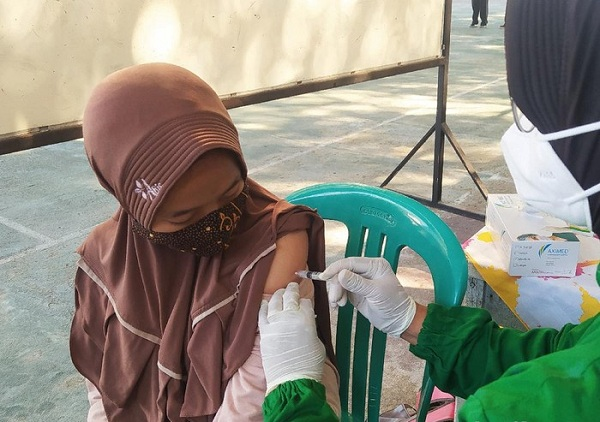 Vaksinasi Covid-19 di SMPN 1 Blora, Jawa Tengah. (Detik.com)