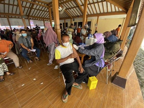 Vaksinasi Tuntas Desa di Karanganyar, 1.000 Warga Jadi Sasaran Di Tuban