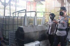 Polisi Gerebek Tempat Produksi Miras di Pati, Pemilik Usaha Menghilang